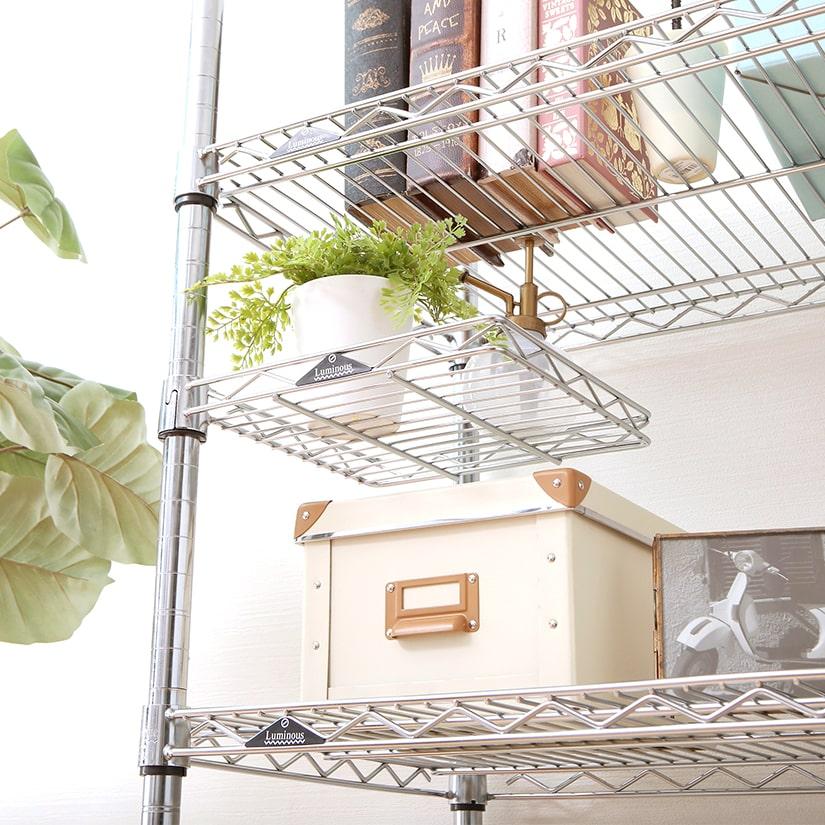 <span>ハーフサイズで多用途!</span>ちょこっと収納に最適なサイズ感で、用途は無限大。キッチンではよく使う調味料、ランドリーではボトル類、リビングでは植物など、シーンに合わせてお使いいただけます。