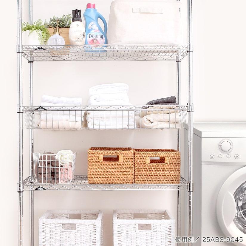 <span>深さがあるから収納物が安定</span>タオル等の倒れやすい物の収納にも、1枚あればラックがぐんと使いやすく。ランドリーの洗濯カゴにもぴったり。
