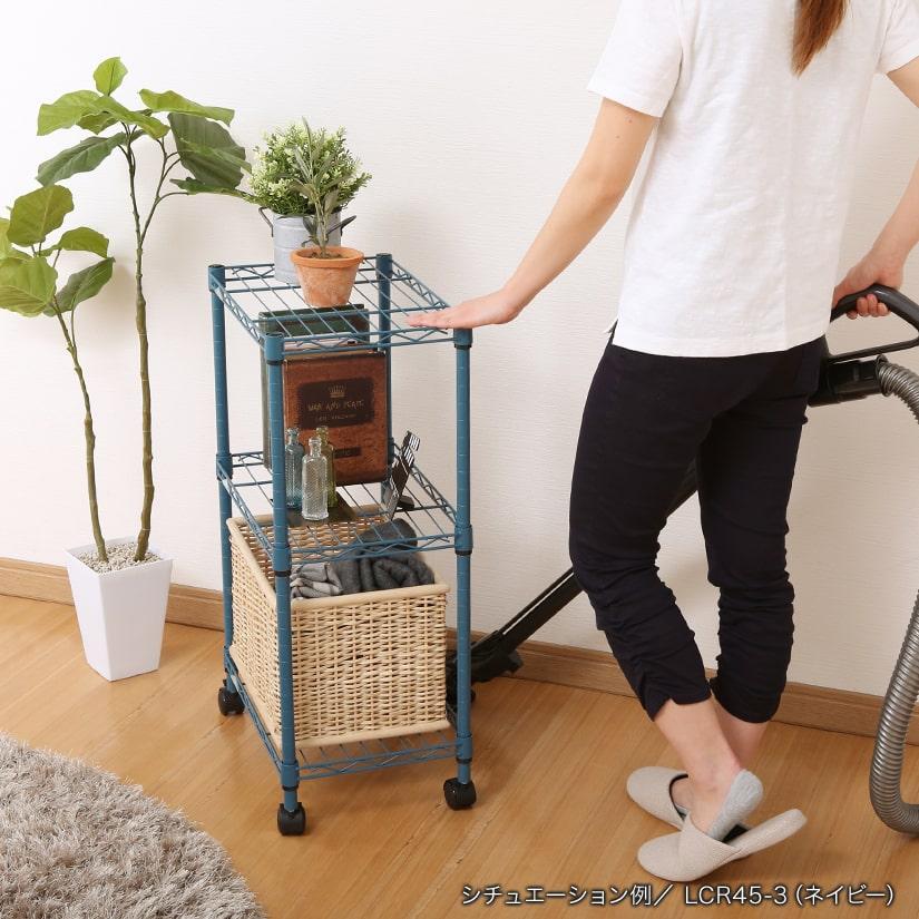 <span>掃除もラクラク!</span>付属のキャスターを付ければ、お掃除・模様替えの際も移動がラクラク!女性でも簡単に動かせるので、安心です。