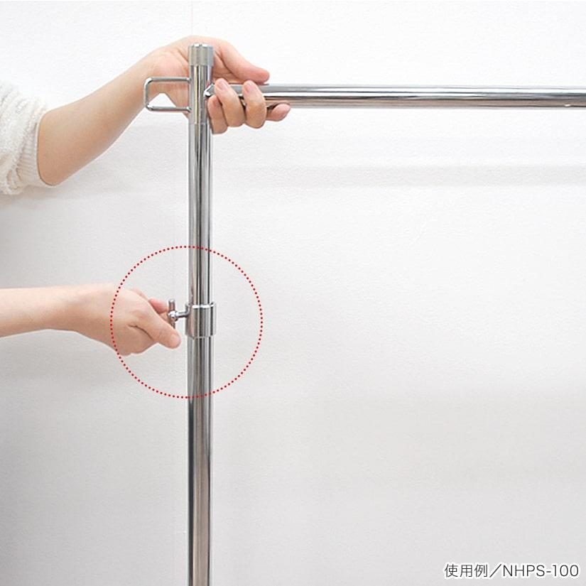 <span>高さ調整はネジで締めるだけ</span>高さ調整は女性でも簡単!両サイドにある調整ネジをゆるめ、バーをお好きな高さに引き上げ、再びネジを締め固定するだけ。
