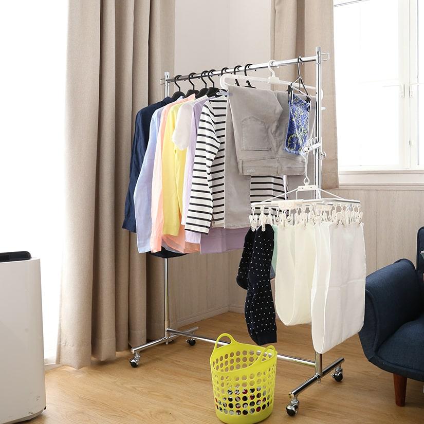<span>雨の日の洗濯物干しに!</span>たっぷり収納力があるから、洗濯物だってこんなに掛けられます。洋服収納以外の用途もある、主婦の強い味方。