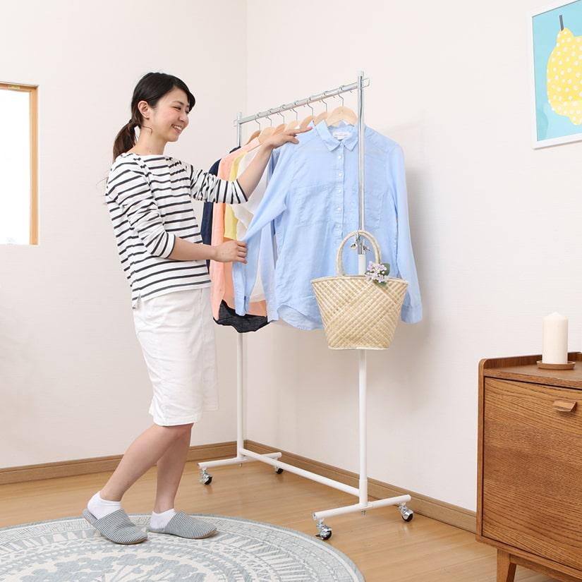 <span>ホワイトカラー</span>ノーカラーがシンプルで清潔感のある印象の、ホワイトカラー。ナチュラルなお部屋や女性にも人気のカラーです。