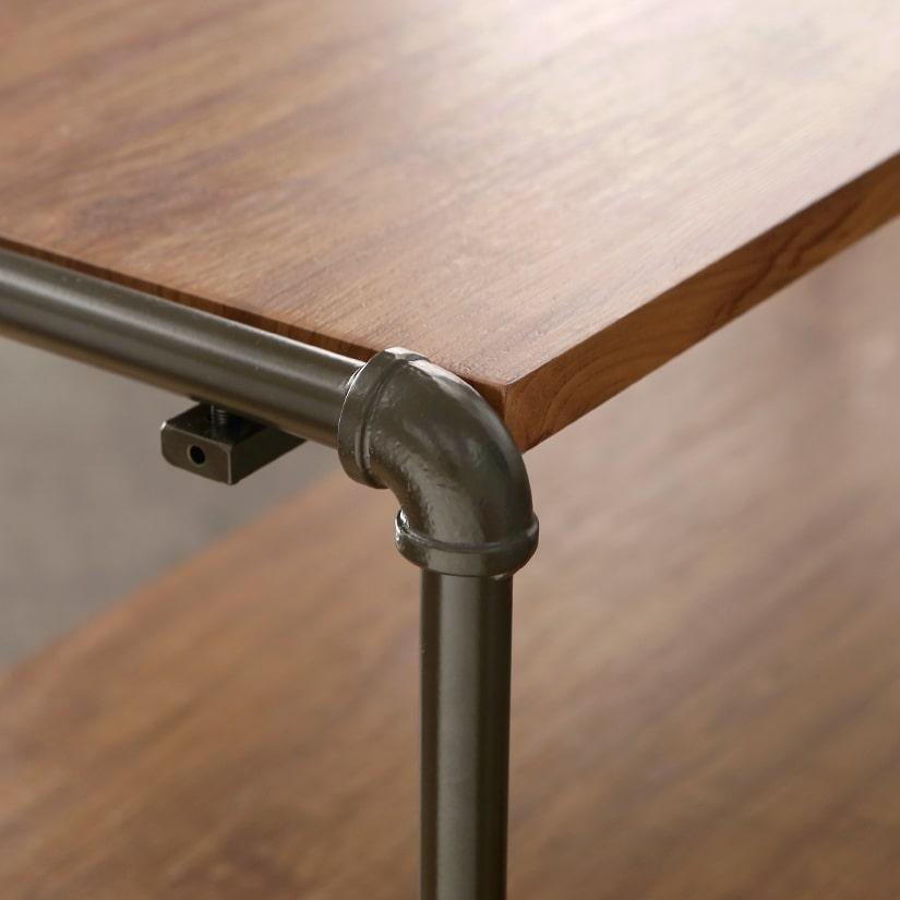 <span>流行の配管デザイン</span>配管の雰囲気を活かしたフレームは、スチール製で見た目の良さだけでなく強度も安心。
