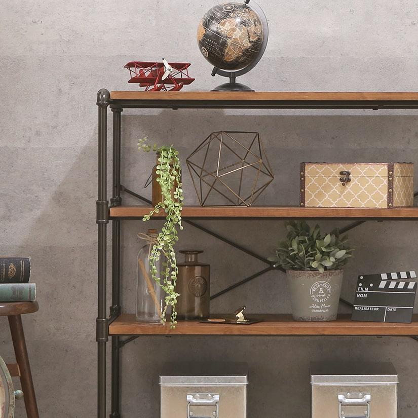 <span>コレクション収納にぴったり</span>お洒落な収納ラックで、お気に入りのコレクション類の飾り棚におすすめです。