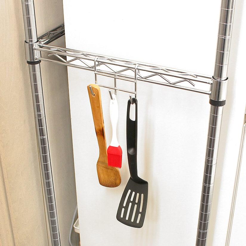 <span>便利な「物掛け」にも!</span>フックタイプのオプションパーツと組み合わせれば「物掛け」としても使えます!防錆加工済みで、キッチンやランドリーなど水回りでも大活躍。