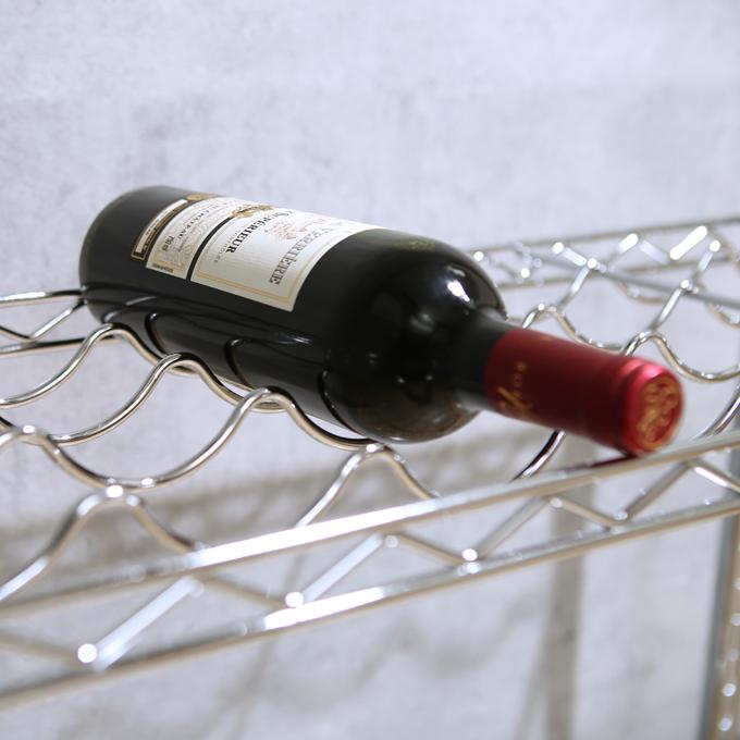 <span>たっぷり収納</span>全段使用でワインボトル18本が収納可能です。