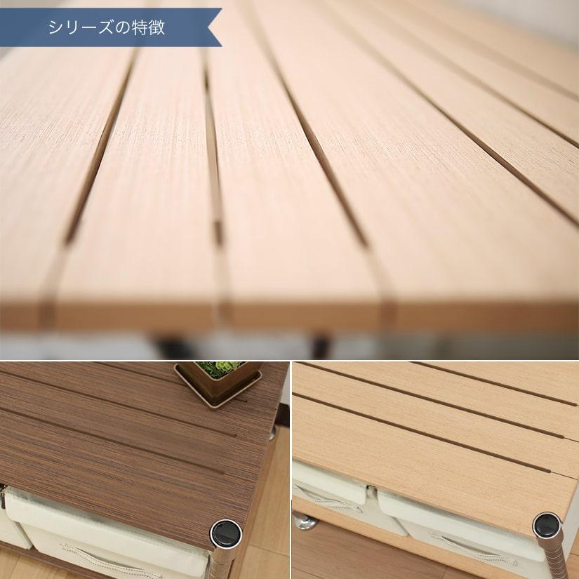 <span>温もりのある木製タイプのウッドシェルフ</span>プリントシールでは感じられない、天然素材ならではの温かみある木製のシェルフ。スリッド(隙間)を入れることで通気性も確保し、突板加工により反りにくい仕様です。