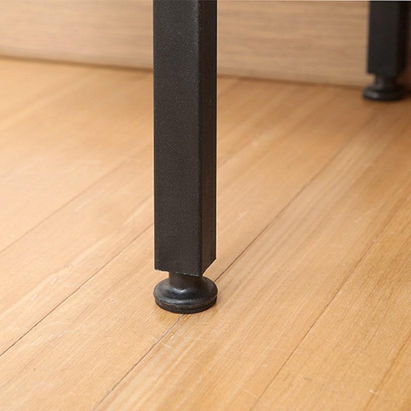 <span>ガタつきを抑える、アジャスター</span>アジャスターは1本ずつ調整(調節幅約1cm)できるので安定感があり、ガタつきの心配がなく安心。