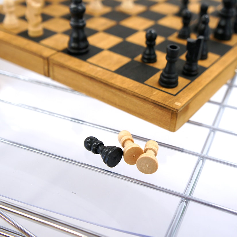 <span>隙間から小物が落ちない</span>シートを敷くことで、ラックの隙間から小物が落ちるストレスを解消!小さいものを収納する際の必須アイテム。