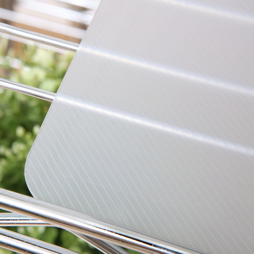 <span>滑りにくいツヤ消しタイプ</span>シートの表面は滑りにくいよう、ツヤ消しタイプに。角がアーチ状なので、引っかかる心配もございません。