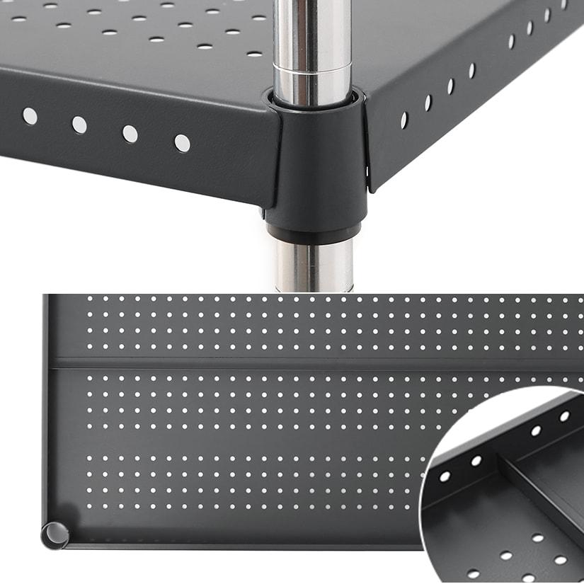 <span>四隅のリングまでカラーを統一</span>棚板とフレームを一体化し、シェルフ全体が1色になるようにし、統一感のある仕上がりに。また幅90・幅120タイプは裏面に補強フレーム付き。