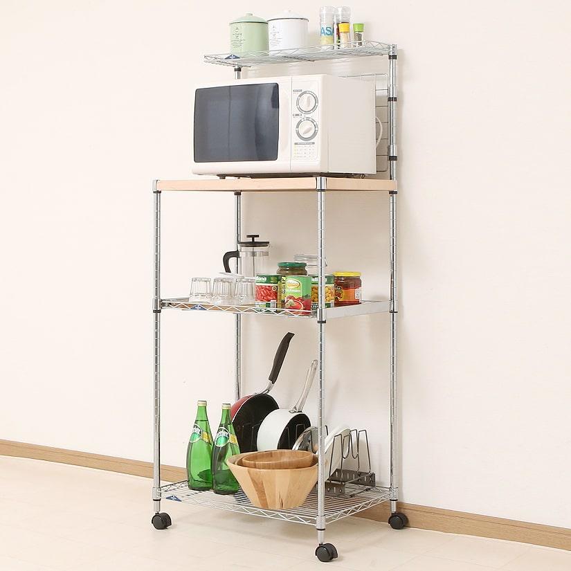 <span>キッチン用収納に特化!レンジ台</span>レンジを置く専用のラックとしてはもちろん、キッチンまわりのグッズも併せて収納しやすいよう設計された、人気商品。