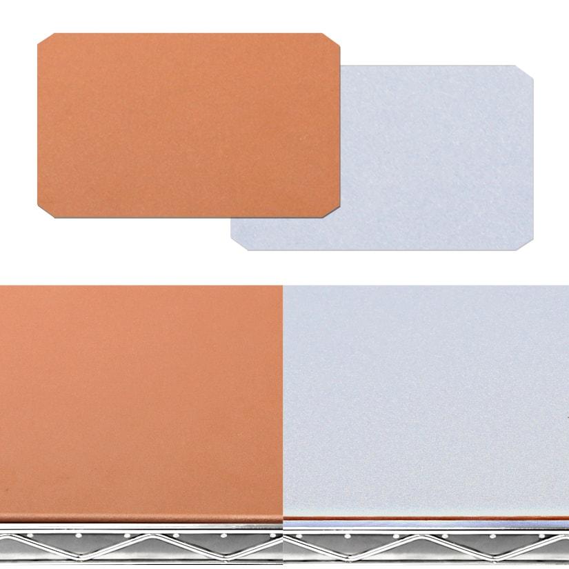 <span>リバーシブルの「ブロンズ×シルバー」</span>ひっくり返すだけで簡単に、お部屋のイメージチェンジが可能。2種類のカラーが楽しめ、スチールラックのメタルカラーと相性抜群!