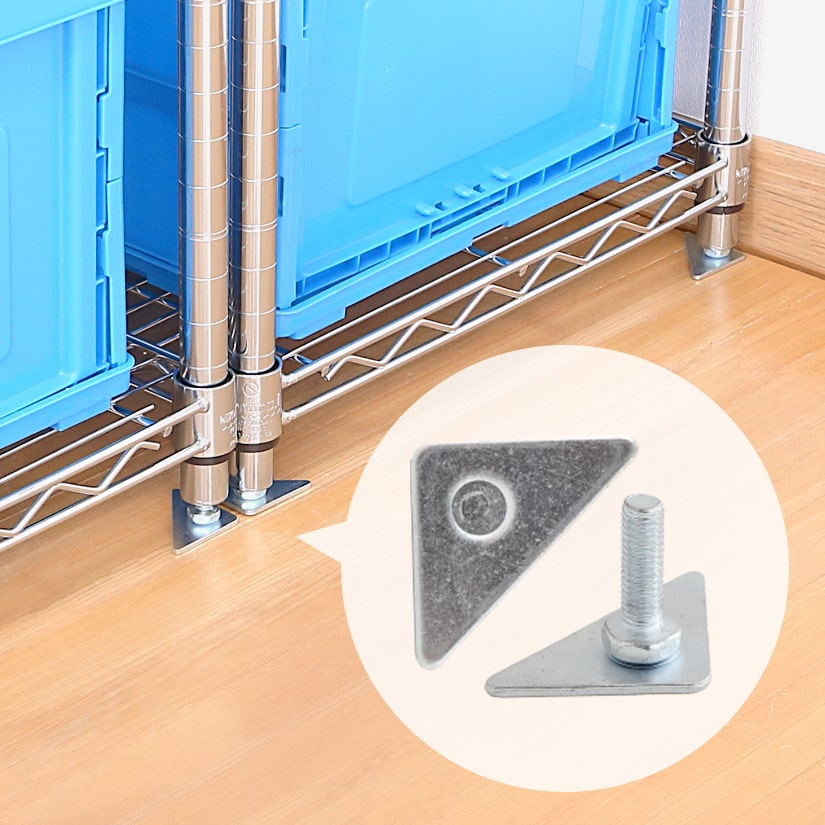 <span>2台以上のラック設置時にもおすすめ!</span>2台以上のラックを並べる際も、三角プレートを使えばこんなにビシッと整います!3mmある分厚いスチール製のプレートは安定感も抜群。