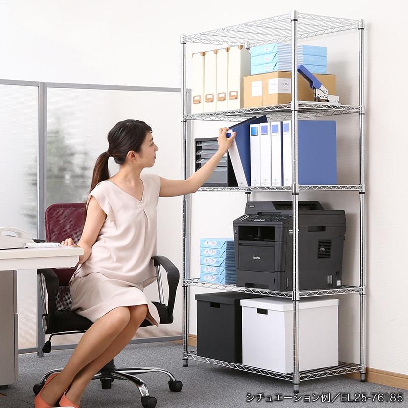 <span>スチールラックはオフィスにも最適!</span>カスタマイズ性の高さから、オフィスでの使用が人気のスチールラック。会社の備品を大量にストックできるので、発注処理が少なくてすみます。