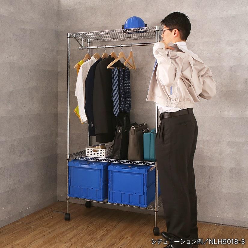 <span>工場などの従業員スペースにも</span>ルミナスシリーズいち頑丈な作りの為、作業着などの業務服をかけ、シェルフには工具や仕事道具など重たいものを収納することができます。一か所にすべて収納できるので手間が少なく時短に。