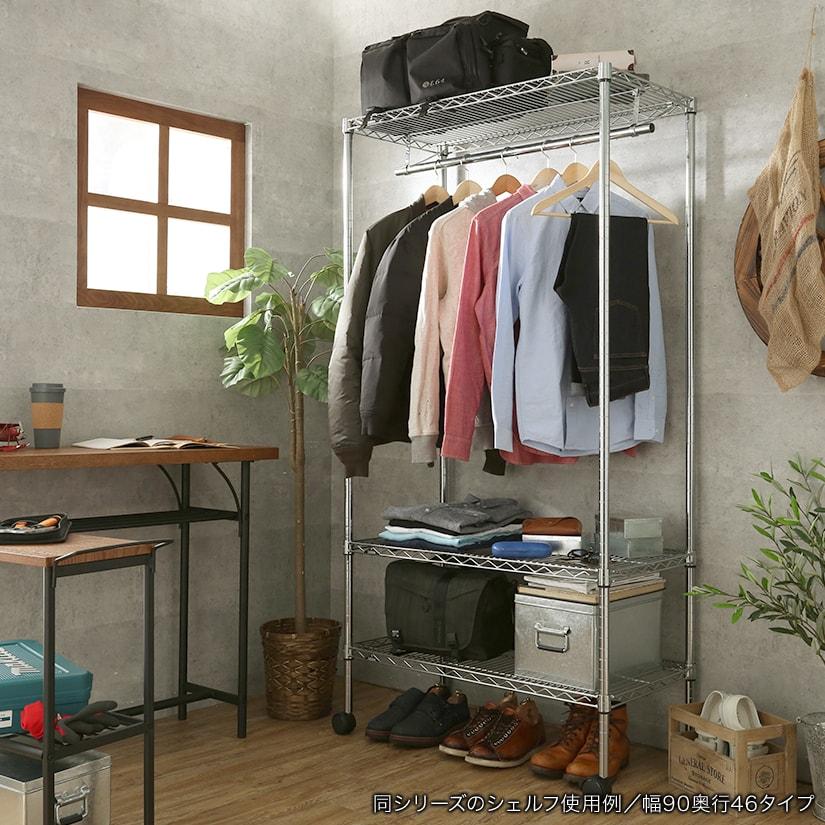 <span>インダストリアルなお部屋にマッチ</span>メタルカラーのスチールラックは男前な雰囲気のインテリアにもよく合い、インダストリアルな空間を作ります。