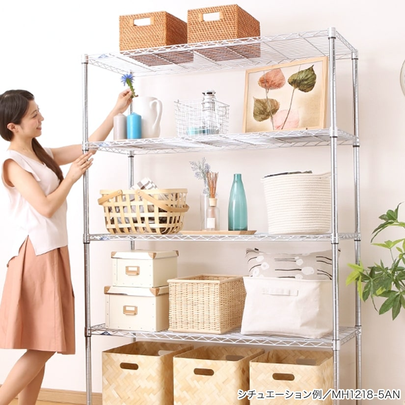 <span>「魅せる収納」としてディスプレイ棚にも</span>集めている可愛いぬいぐるみ、本や雑誌、お気に入りの小物などをディスプレイする収納としてもおすすめ。
