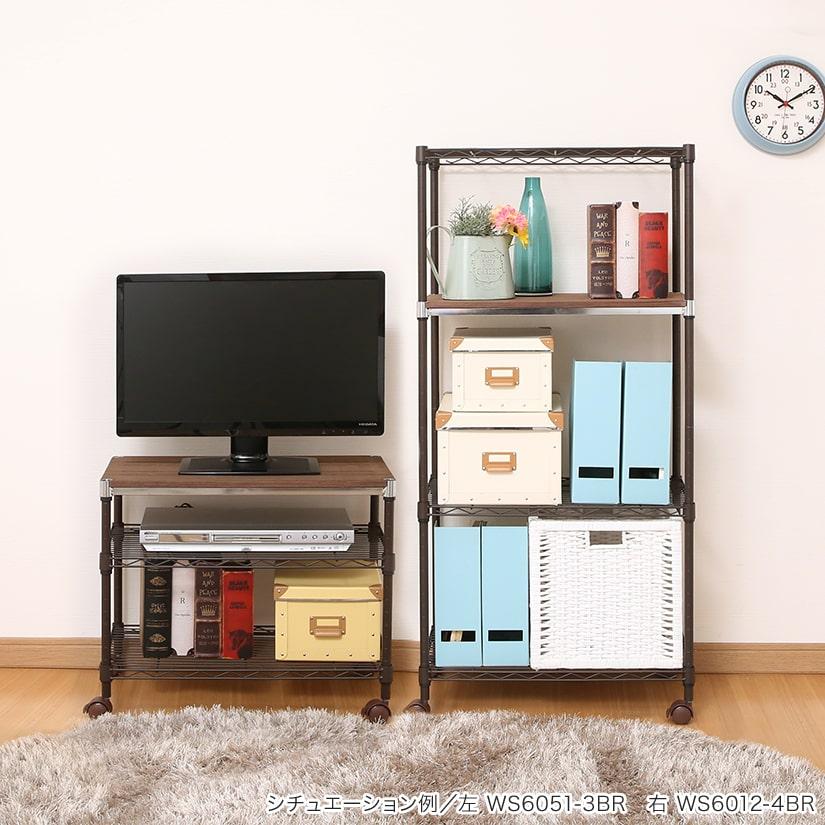 <span>ナチュラルなお部屋に馴染む</span>落ち着いた印象のカラーでナチュラルなお部屋によく合います。高さ違いのラックを複数台並べての使用も、統一感が出るのでおすすめ。