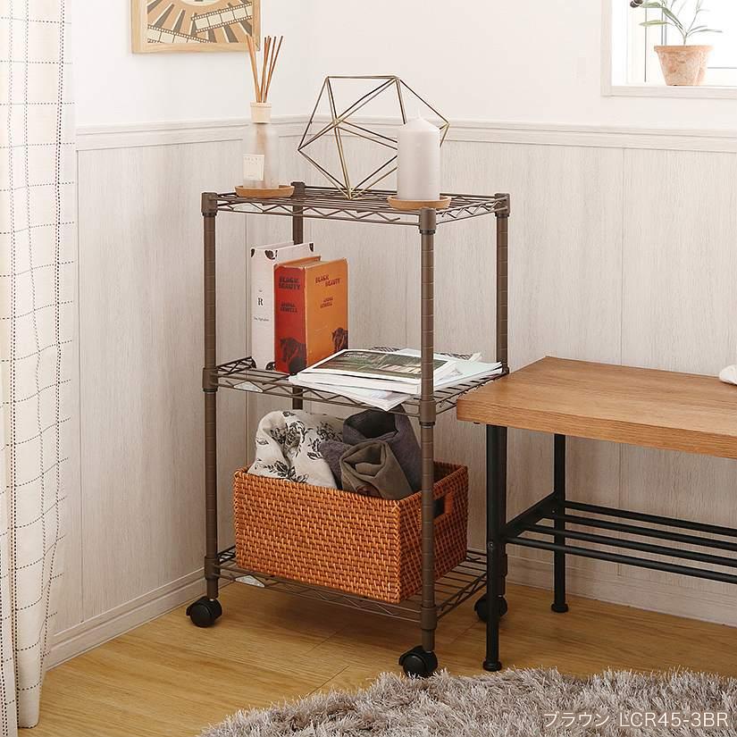 <span>ブラウンは木製家具との相性が抜群!</span>既存の木製家具や、観葉植物との相性も抜群のブラウンカラー。お部屋の雰囲気を壊さずにしっかり収納できます。